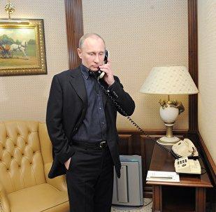 Vladimir Putin speaks by phone (File)