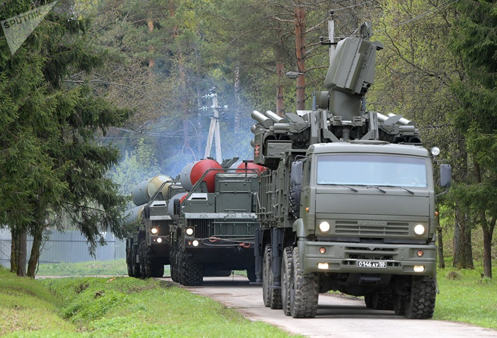 A Pantsir-S surface-to-air missile and anti-aircraft artillery weapon system and a S-400 Triumf anti-aircraft weapon system during the combat duty drills of the surface to air-misile regiment in the Moscow Region.