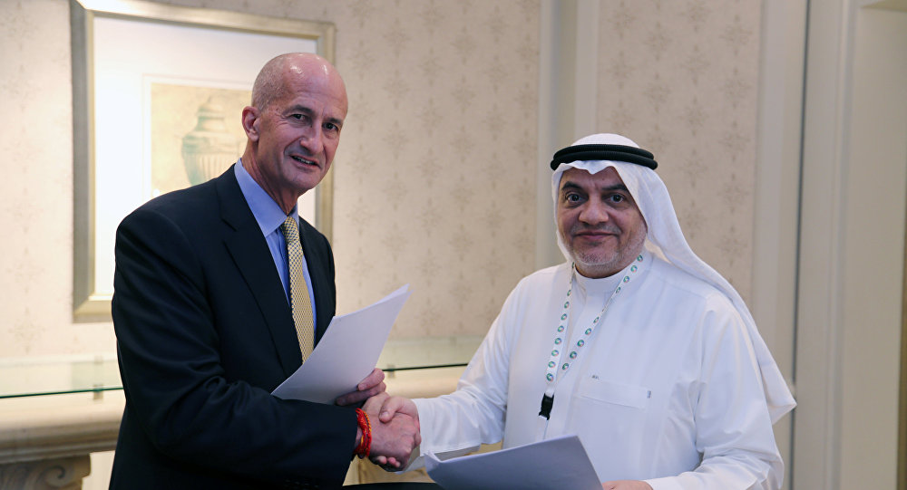 Vice Chairman of General Electric, John Rice and Saudi Governor of Small & Medium Enterprises, Ghassan Ahmed Al Sulaiman pose for photos after signing their agreements at the Saudi-US CEO Forum 2017 ahead of the arrival of the U.S. President Donald Trump, in Riyadh, Saudi Arabia May 20, 2017