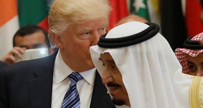 US President Donald Trump and Saudi Arabia's King Salman bin Abdulaziz Al Saud (R) attend the Arab Islamic American Summit in Riyadh, Saudi Arabia May 21, 2017.