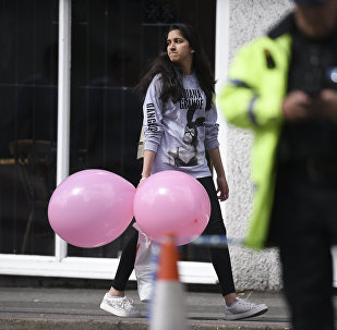 A girl wearing a t-shirt of US singer Ariana Grande carrying balloons from the Ariana Grande concert at the Manchester Arena leave a hotel in Manchester, northwest England on May 23, 2017