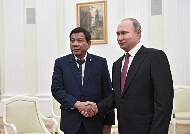 Russian President Vladimir Putin meets with Philippine President Rodrigo Duterte