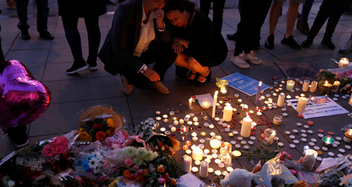 Women pay their respects to all those affected by the bomb attack, following a vigil in central Manchester, Britain May 23, 2017.