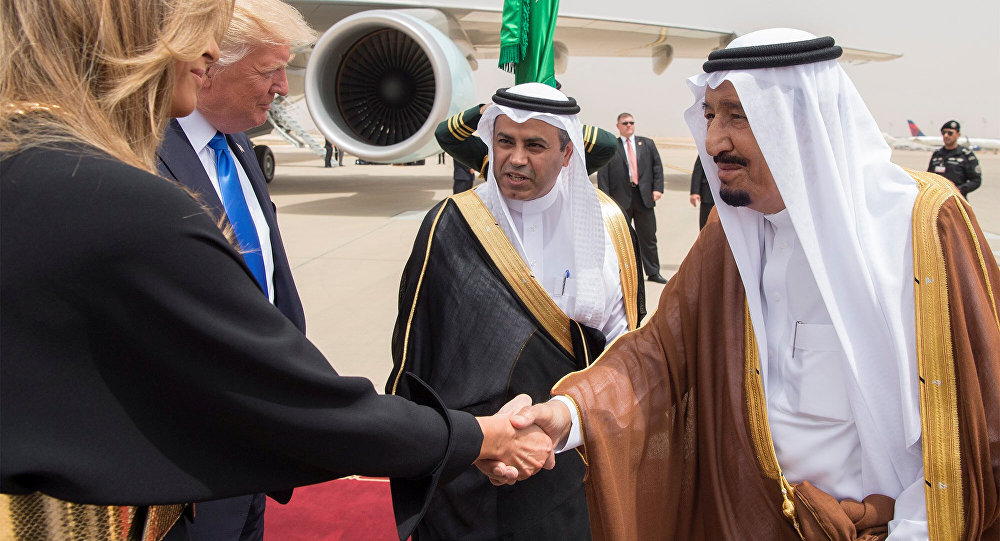 Saudi Arabia's King Salman bin Abdulaziz Al Saud shakes hands with first lady Melania Trump during a reception ceremony in Riyadh, Saudi Arabia, May 20, 2017.