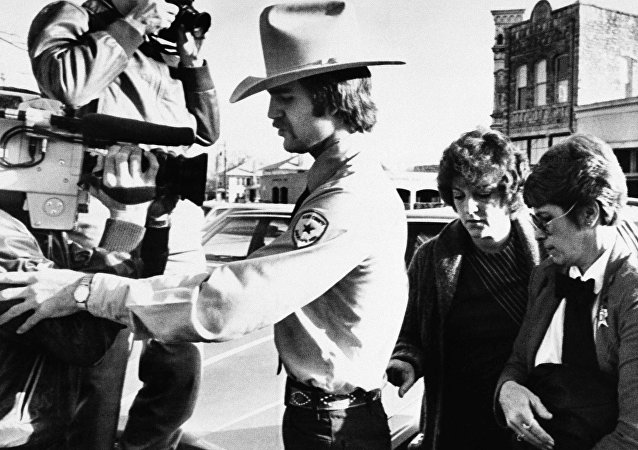 In this Feb. 16, 1984, file photo, Genene Jones, second right, is escorted into Williamson County Courthouse in Georgetown, Texas. Jones, a former nurse who's been serving a 99-year prison sentence since 1984 for the fatal overdose of an infant in her care, is due for early release in March 2018.