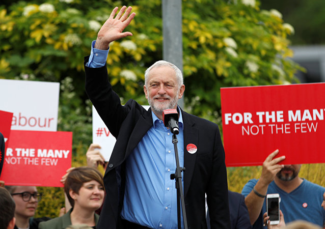 Jeremy Corbyn, leader of Britain's opposition Labour Party, waves at a campaign event in Reading, May 31, 2017.