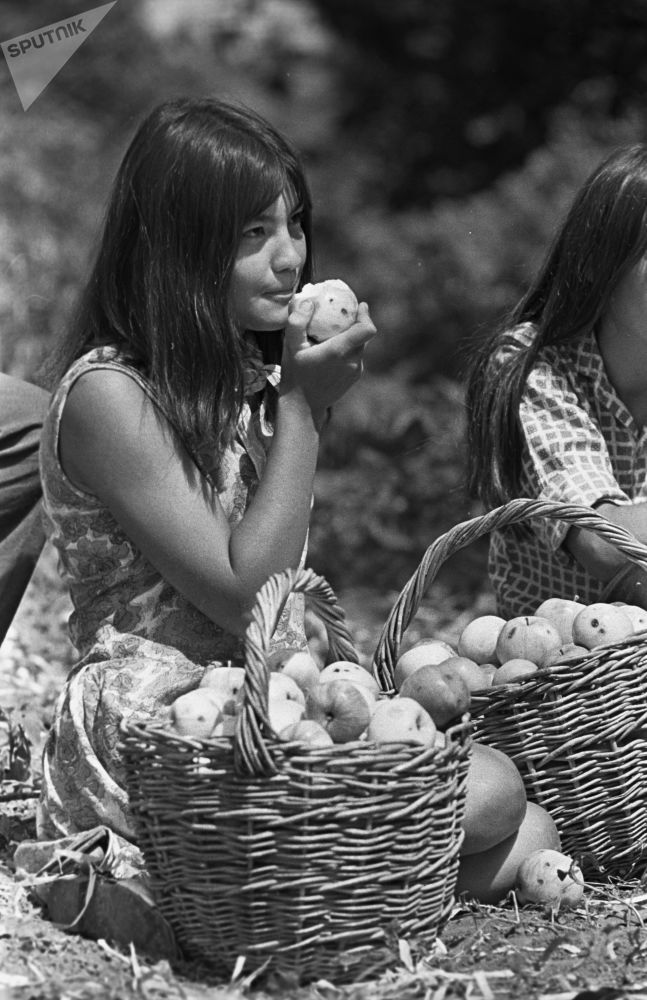 Made in USSR: Soviet Girls' Natural Beauty Stuns and Amazes