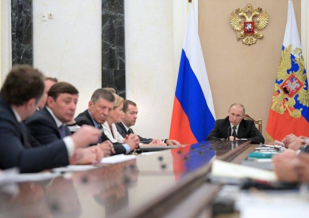 President Vladimir Putin and Prime Minister Dmitry Medvedev at a Government meeting in Kremlin