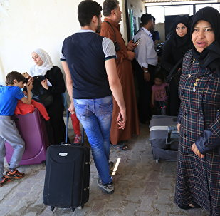 Syrian refugees living in Turkey wait to register at the Bab al-Salama crossing, near the city of Azaz in northern Syria, on June 18, 2017
