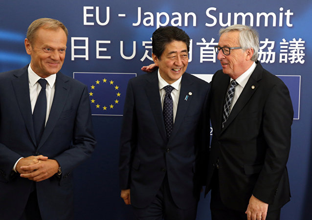 Japan's Prime Minister Shinzo Abe (C) is welcomed by European Council President Donald Tusk (L) and European Commission President Jean-Claude Juncker at the start of a European Union-Japan summit in Brussels, Belgium July 6, 2017