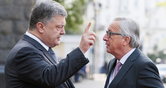 Ukrainian President Petro Poroshenko talks to European Commission President Jean-Claude Juncker before the EU-Ukraine summit in Kiev, Ukraine, July 13, 2017.