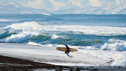 Wind, Waves, 15 Degrees Below Zero: Winter Surfing on Russia's Pacific Coast