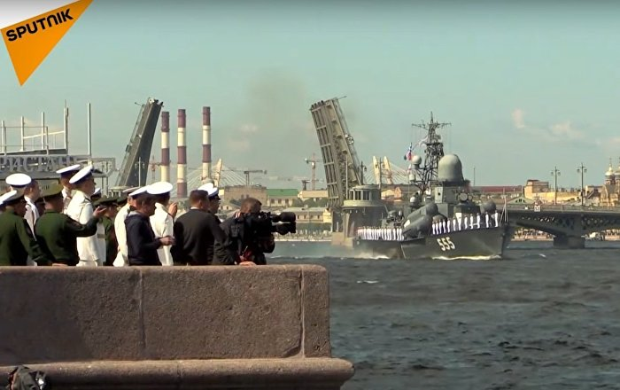 Bridges in St. Petersburg Lift in Daylight For The First Time EVER