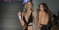 Miami Swim Week 2017: Sultry Stunners in Trendy Swimwear