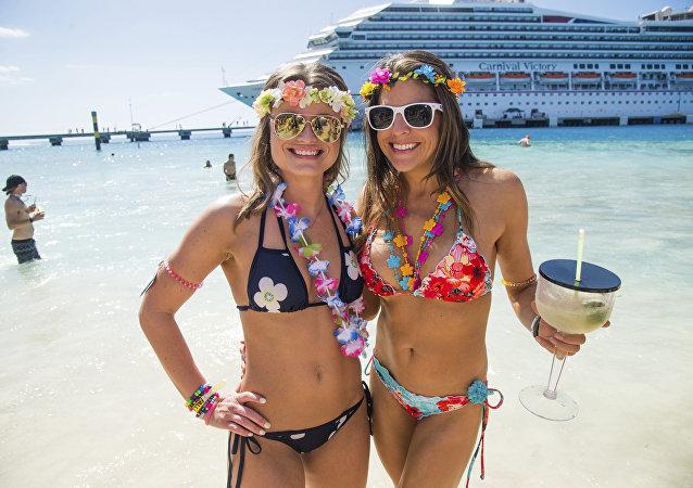 bikini-wearing women on the beach
