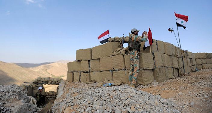 シリア大統領アサド軍に忠実なシリアの兵士がFleita、シリア2017年8月2日に見られています