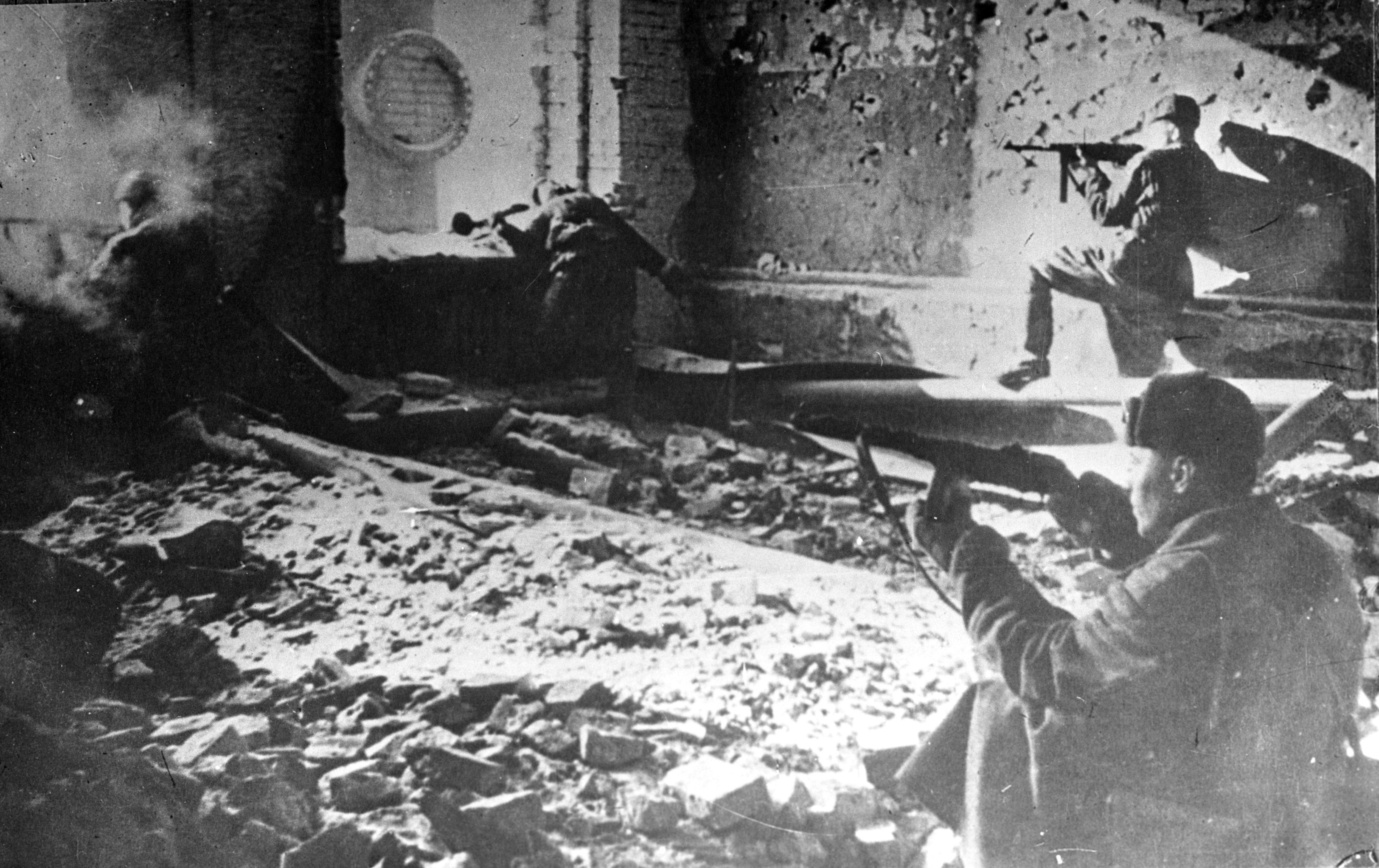 Soviet troops defend a house in Stalingrad