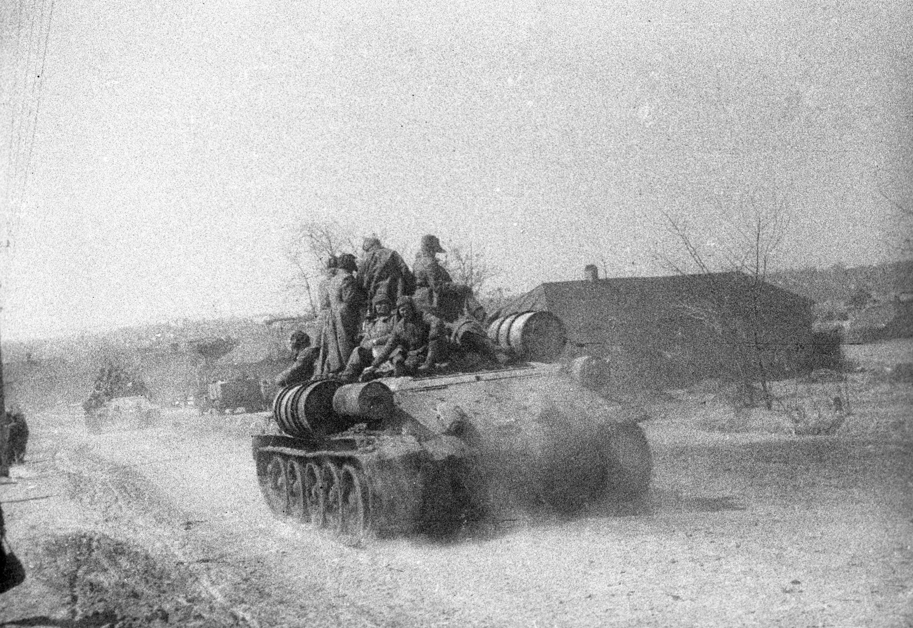 Tanks of the 64th Army approaching Stalingrad