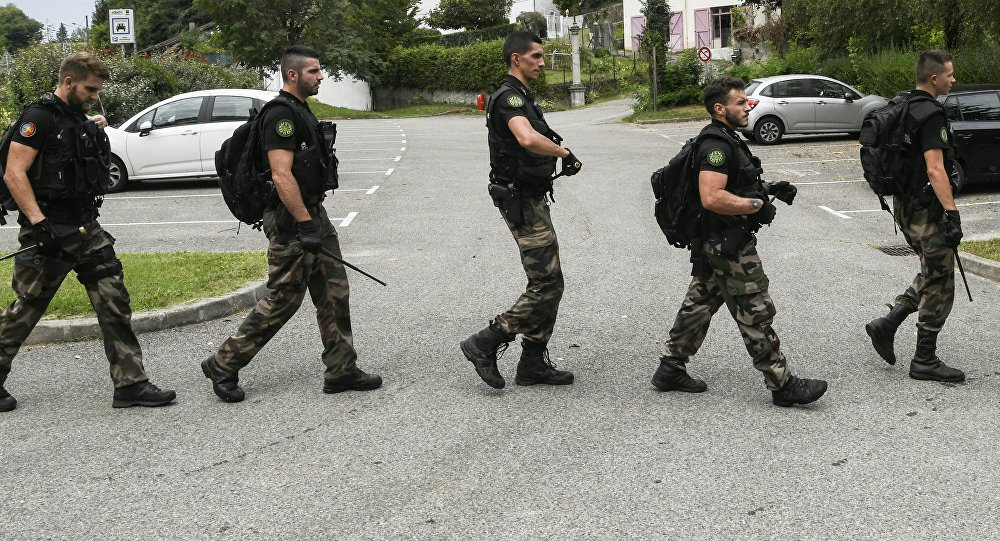 French gendarmes patrol in Pont-de-Beauvoisin on August 30, 2017 after the disappearance of a 9-year-old girl.
