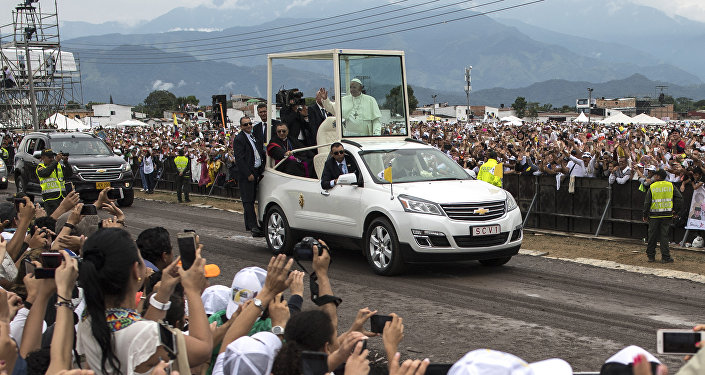 Pope Francis waves to the crowd as he arrives in the popemobile to give an open air mass in Villavicencio, Colombia, on September 8, 2017