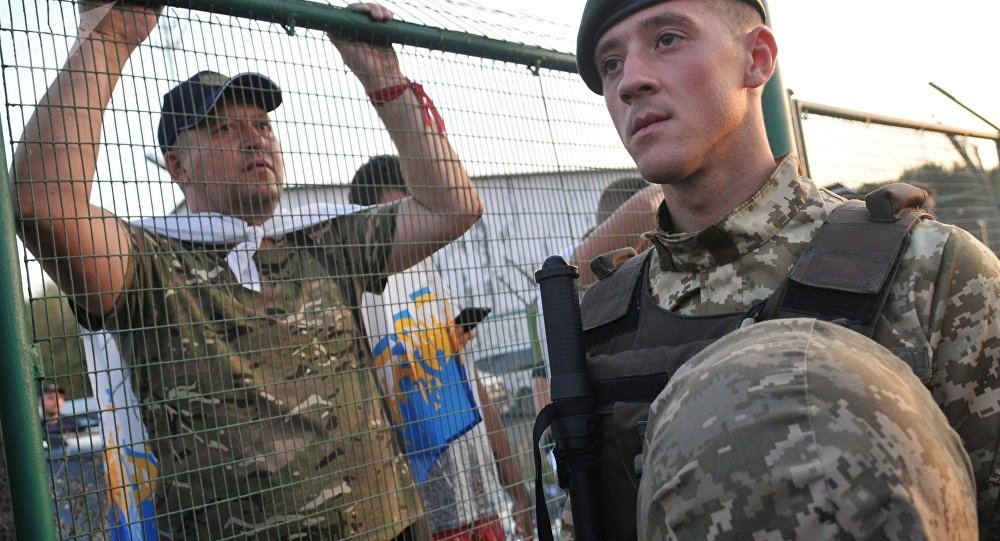 Poroshenko Praises the Actions of Border Guards During Saakashvili's Breach