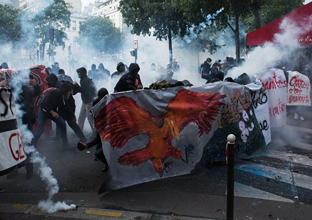 Protests in Paris against amendments to Labor Code