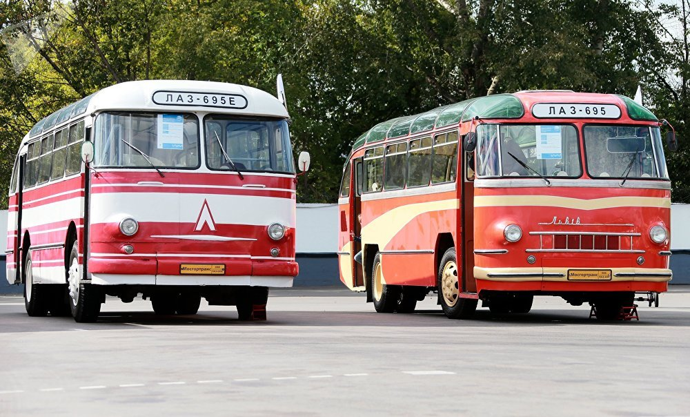 Buses LAZ-695 E and LAZ-695 displayed at Moscow's City Day celebration