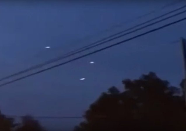 Mysterious lights | Salt Lake City residents film mysterious lights in the sky