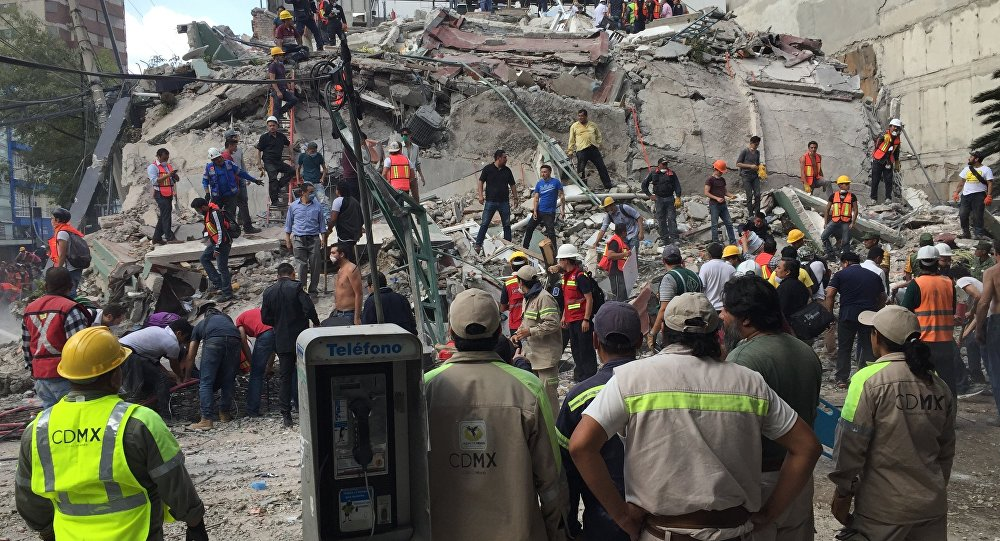 People search for survivors in a collapsed building in the Roma neighborhood of Mexico City, Tuesday, Sept. 19, 2017. A powerful earthquake has jolted Mexico, causing buildings to sway sickeningly in the capital on the anniversary of a 1985 quake that did major damage.