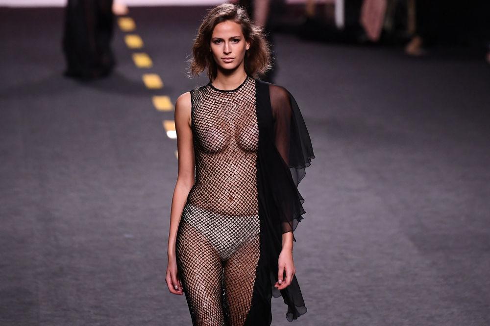 Fashion Week Madrid: Stunning Señoritas Grace Main Catwalk in Spanish Capital