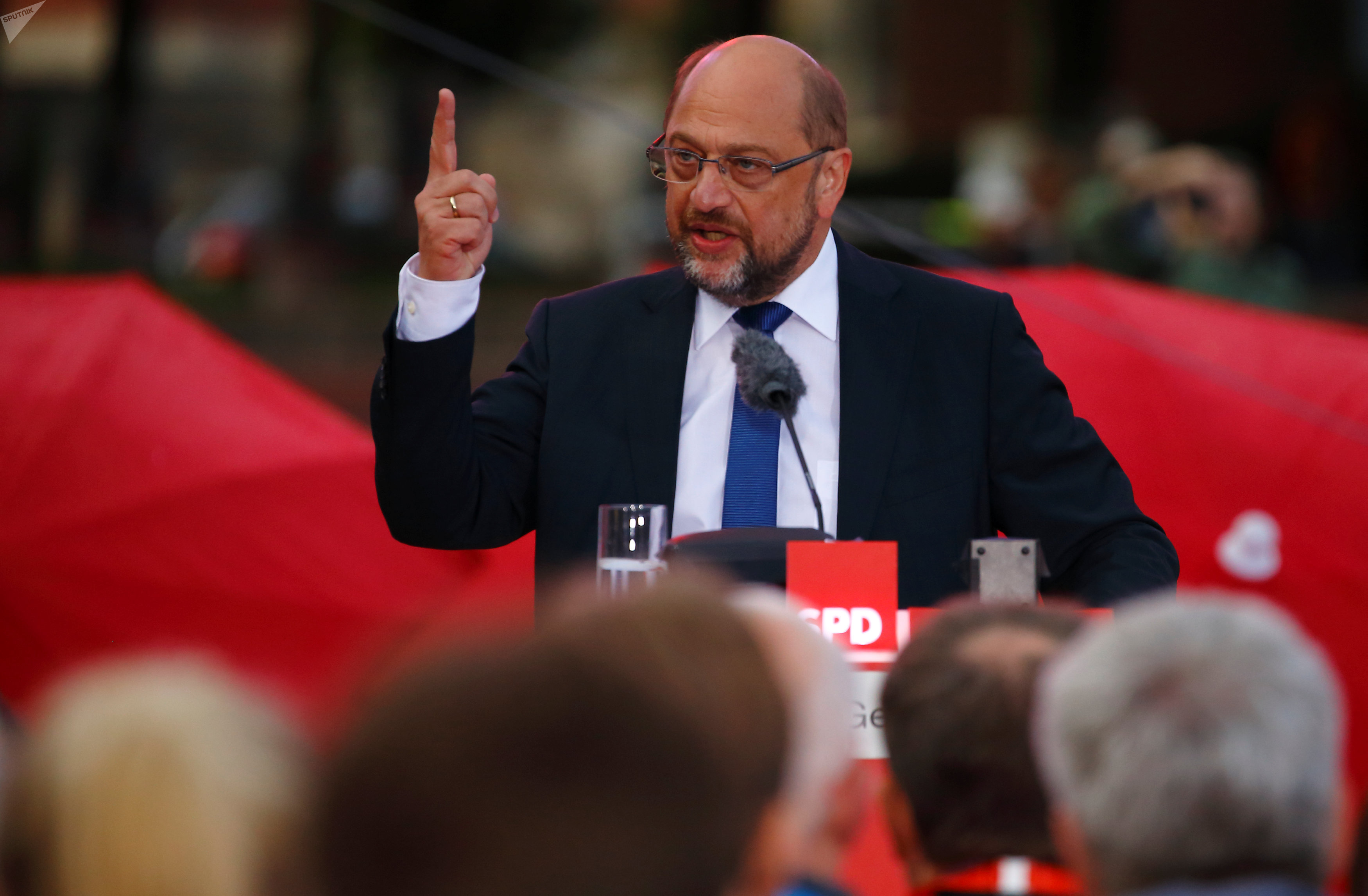Martin Schulz, top candidate of the Social Democratic Party (SPD) for the upcoming federal election, gives a speech during an election rally in Hamburg, Germany, August 31, 2017