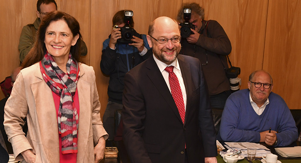 Martin Schulz, top candidate and chairman of the Social Democratic Party, and his wife Inge cast their votes in the German parliament election in Wuerselen, Germany, Sunday, Sept. 24, 2017