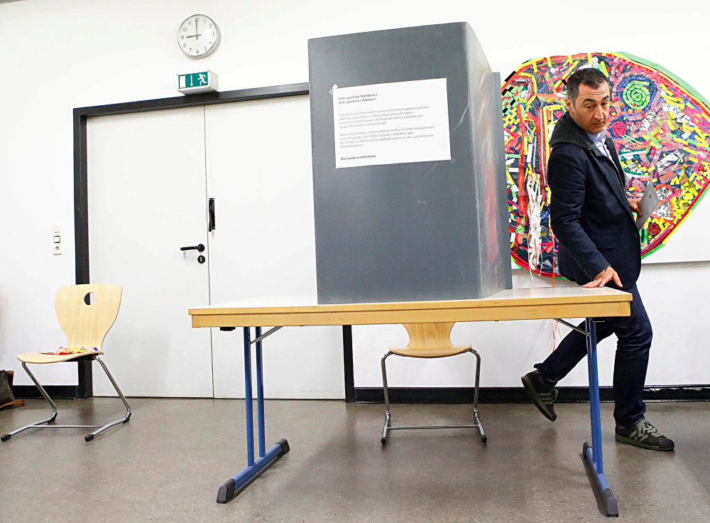 The leader of Germany's Greens Party Cem Oezdemir casts his vote for the German federal election in Berlin, Germany, September 24, 2017