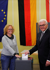 German President Frank-Walter Steinmeier casts his vote on election day in Berlin, Germany September 24, 2017