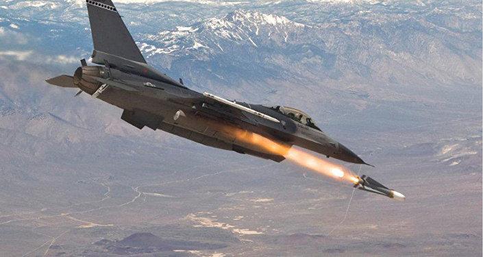 F-16 firing a Maverick missile