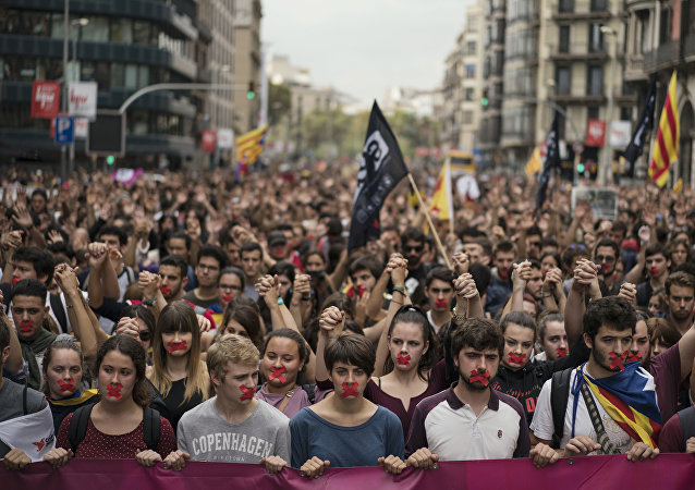 Independence supporters march during a demonstration downtown Barcelona, Spain, Monday, Oct. 2, 2017. Catalan leaders accused Spanish police of brutality and repression while the Spanish government praised the security forces for behaving firmly and proportionately.