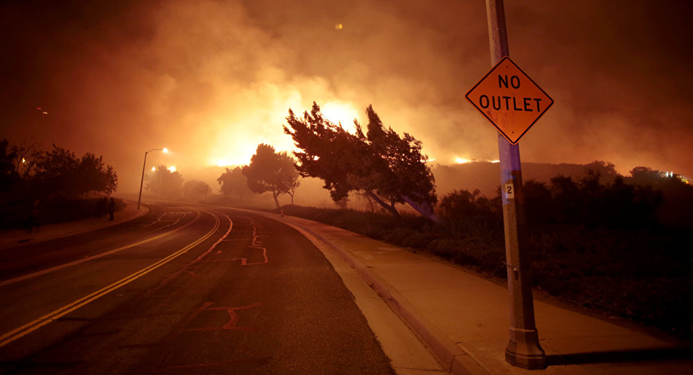 The Canyon Fire burns hillsides in Corona, California, September 25, 2017