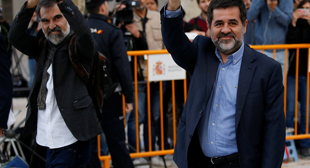 Jordi Cuixart (L), leader of Omnium Cultural, and Jordi Sanchez of the Catalan National Assembly (ANC), arrive to the High Court in Madrid, Spain, October 16, 2017.