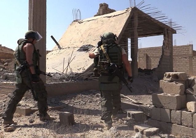 Servicemen during the efforts to demine the city of Deir ez-Zor, Syria