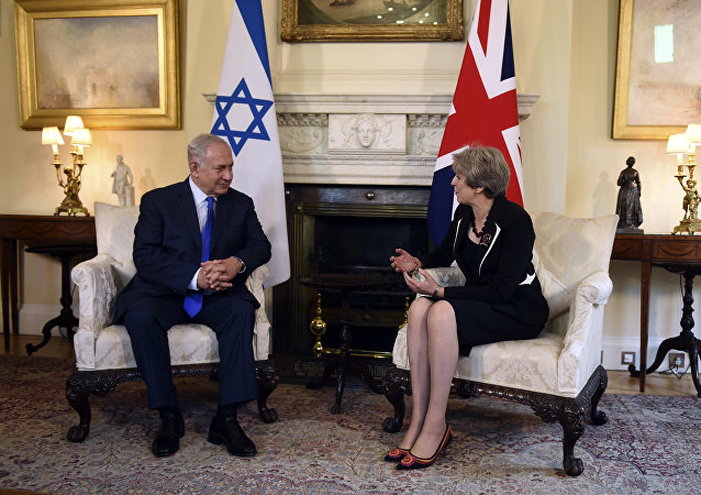 British Prime Minister Theresa May speaks with Israeli Prime Minister Benjamin Netanyahu at a meeting in 10 Downing St, London