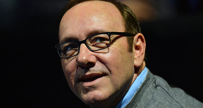 US actor Kevin Spacey watches the group A singles match between France's Jo-Wilfried Tsonga and Britain's Andy Murray in the round robin stage on the fifth day of the ATP World Tour Finals tennis tournament in London on November 9, 2012
