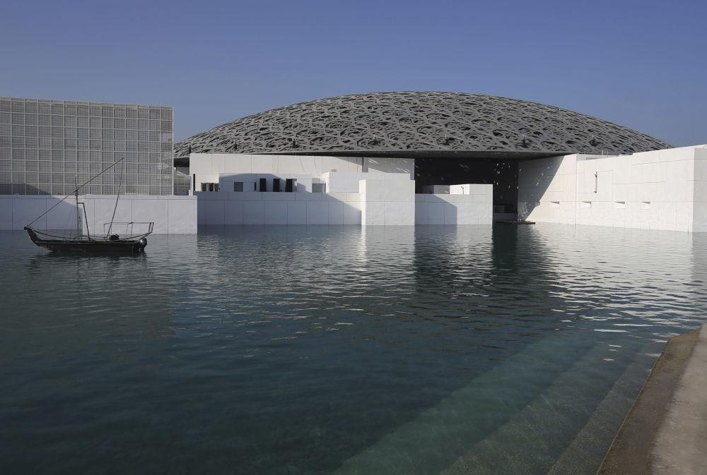 Louvre Abu Dhabi: Oasis of Art Amid Desert - Sputnik ... Alec Baldwin Trump