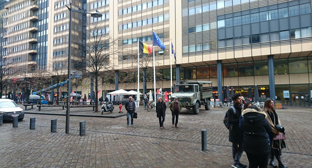 Anti-migrant protesters clash with police in Brussels