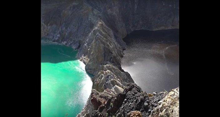 Lakes That Change Color