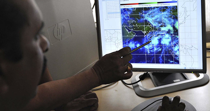 Meteorologists keep tabs on cyclone on a computer screen at the Indian Meteorological Department (IMD) (File)
