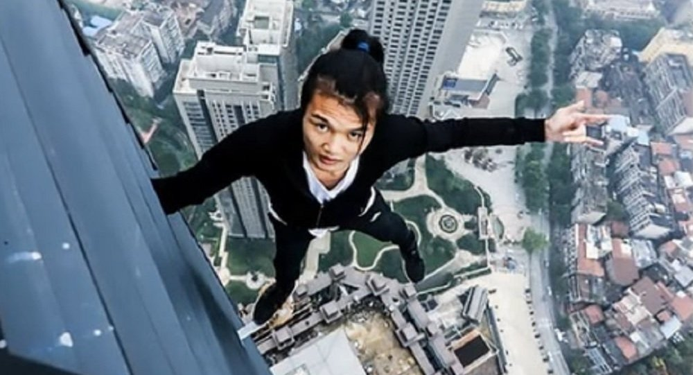Daredevil 'rooftopper' unwittingly films his own death and plummets 62 storeys while performing