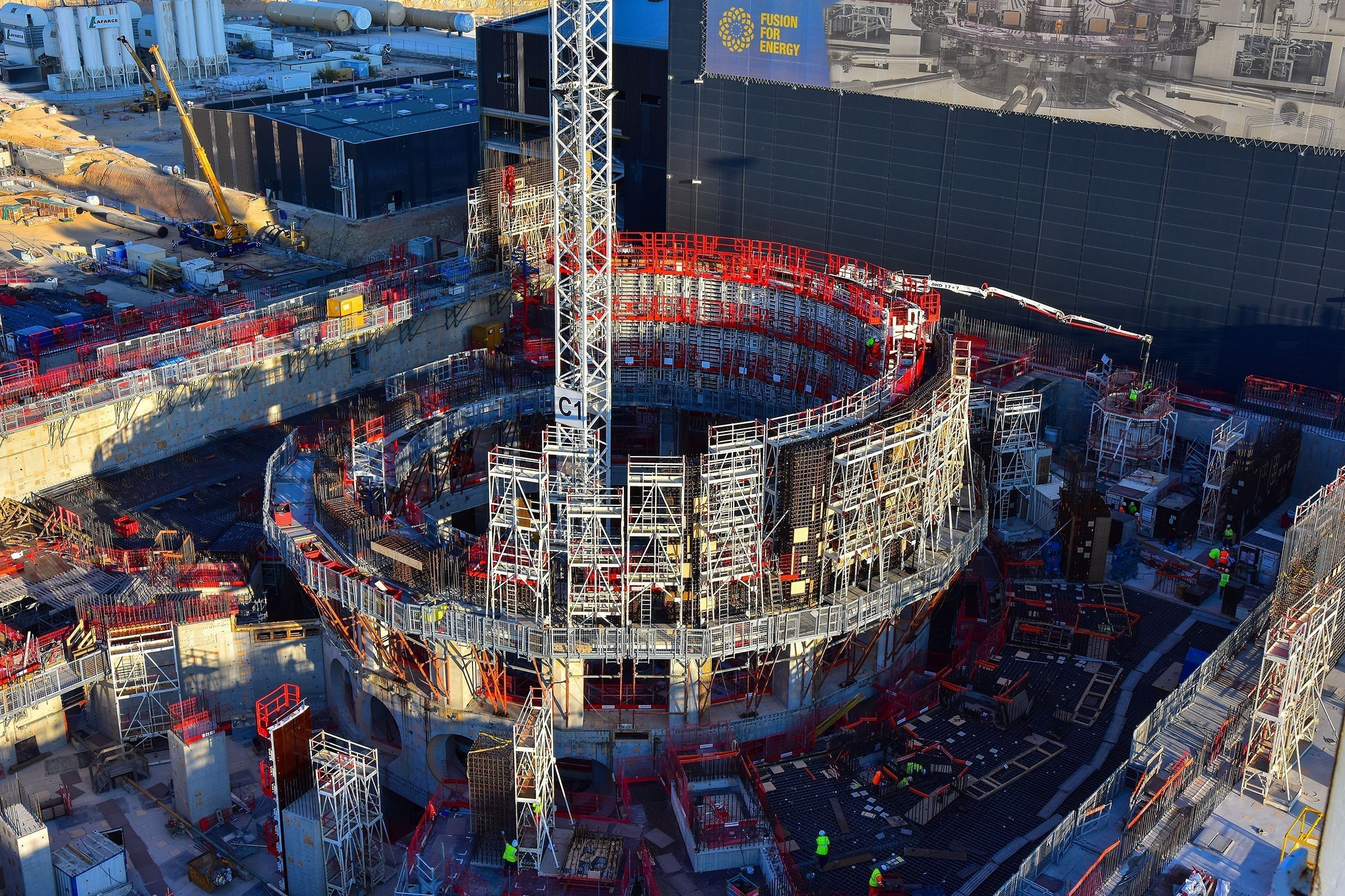 Construction of the structure in which the tokamak will be installed.