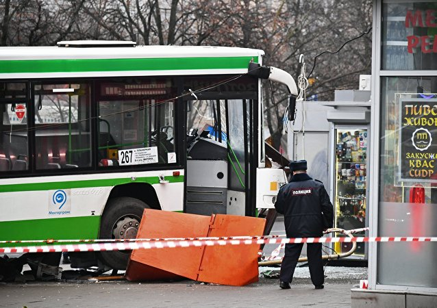 Bus crashes into bus stop in northwestern Moscow