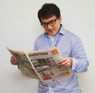 Jackie Chan with Kopeyskiy Rabochiy newspaper