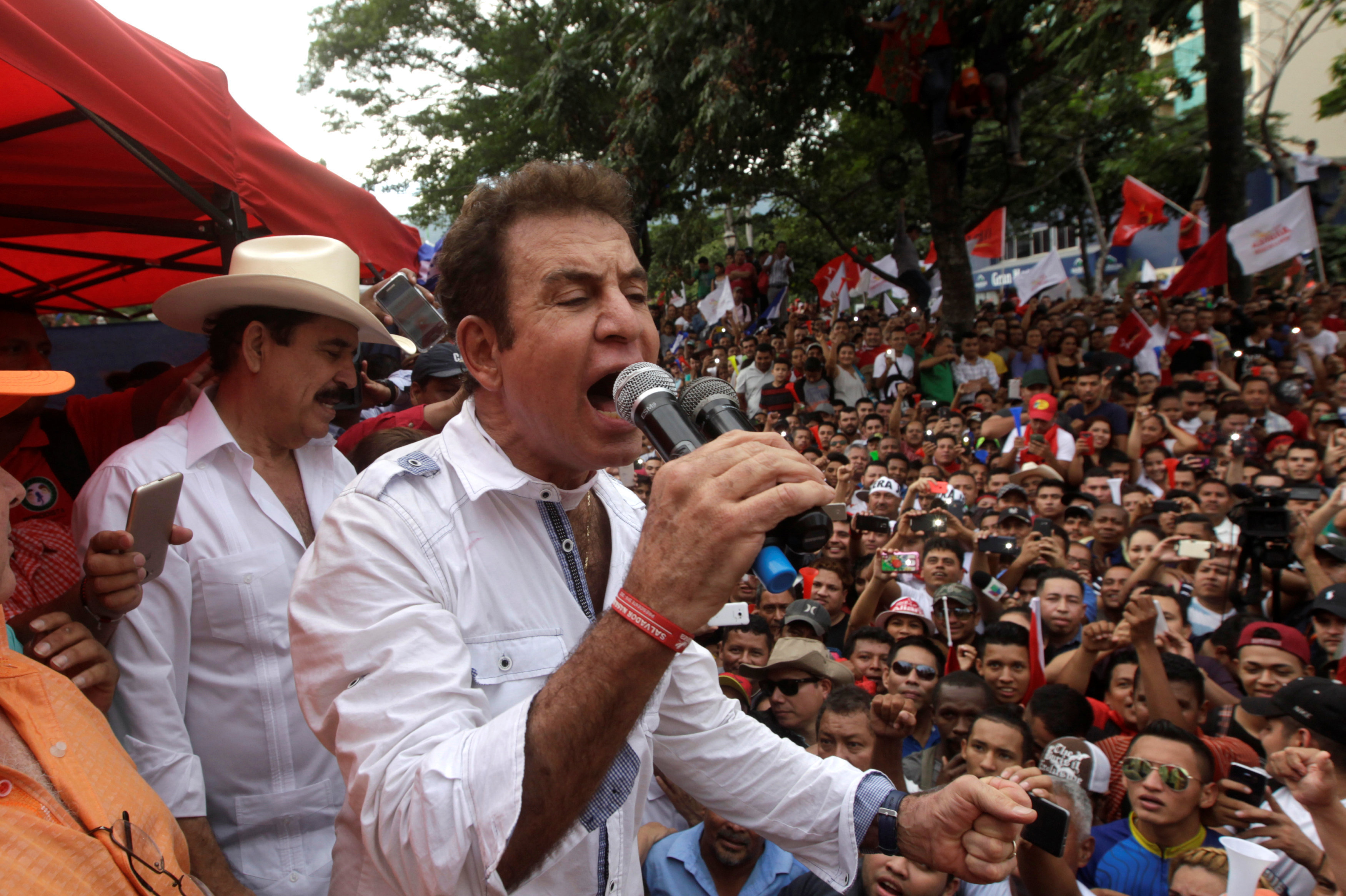 Opposition candidate Salvador Nasralla delivers a speech to his supporters during a march to protest against the results of Honduras' general elections in San Pedro Sula, Honduras January 6, 2018
